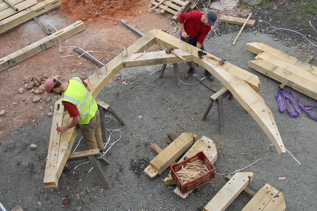 Oak truss with sling braces