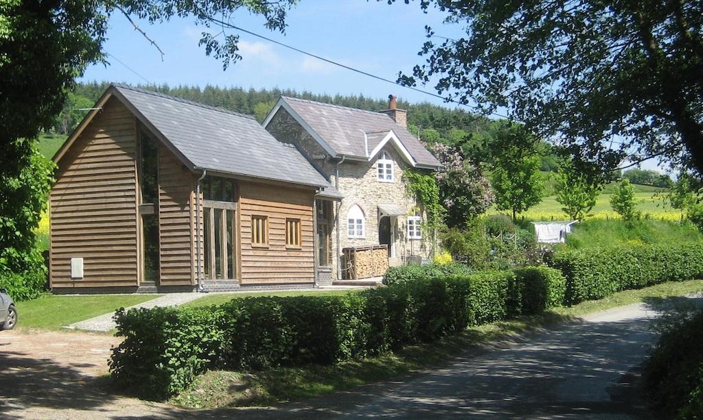 Oak framed extension Herefordshire by Castle Ring Oak Frame