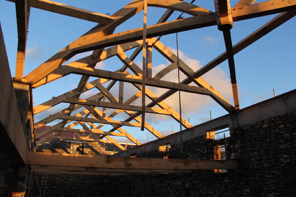 oak trusses Castle Ring barn roof